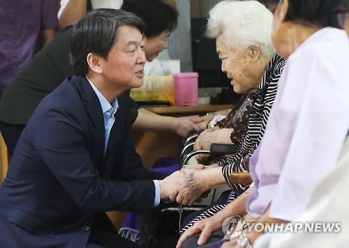 ナヌムの家を訪問した安氏=8日、広州(聯合ニュース)