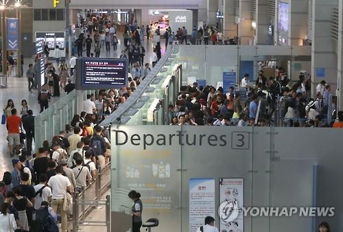 出国者で混み合う仁川国際空港(資料写真)=(聯合ニュース)