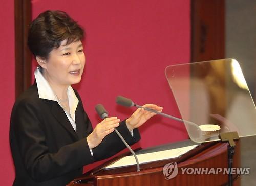 施政方針演説を行う朴大統領=24日、ソウル(聯合ニュース)