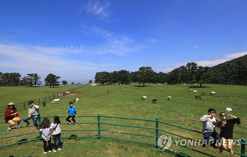 済州島を訪問した観光客(資料写真)=(聯合ニュース)