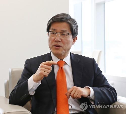 インタビューに応じる李是衡理事長=6日、ソウル(聯合ニュース)