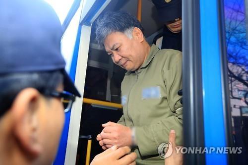済州地裁に護送された中国人の被告=16日、済州(聯合ニュース)