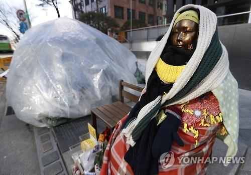 ソウルの日本大使館前にある、慰安婦被害者を象徴する少女像(資料写真)=(聯合ニュース)