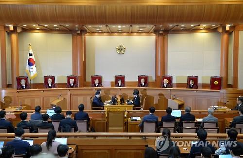 朴氏の大統領罷免を決めた憲法裁=10日、ソウル(聯合ニュース)