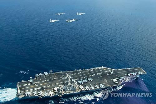 「キー・リゾルブ」の実施期間に釜山に入港する米原子力空母「カール・ビンソン」=(聯合ニュース)