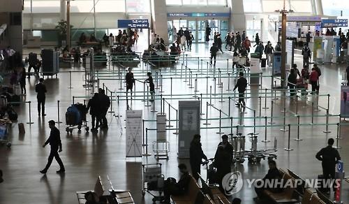 閑散とする仁川空港の出国ロビー=(聯合ニュース)