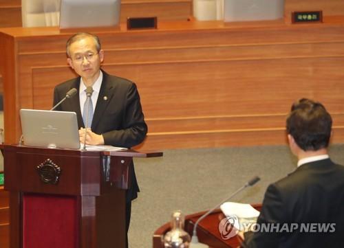 国会で答弁する林次官=16日、ソウル(聯合ニュース)