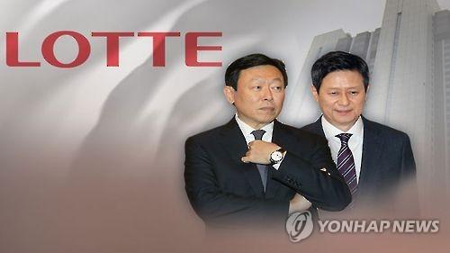 辛東彬氏(左)と兄の辛東主氏=(聯合ニュースTV)
