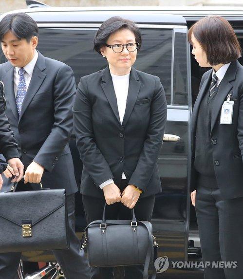 ロッテ創業家一族の初公判に出廷した徐美敬氏=20日、ソウル(聯合ニュース)