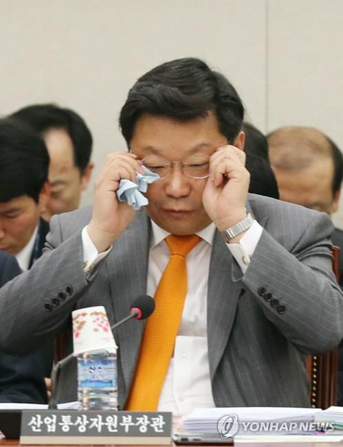 会議に出席した周亨煥長官=20日、ソウル(聯合ニュース)