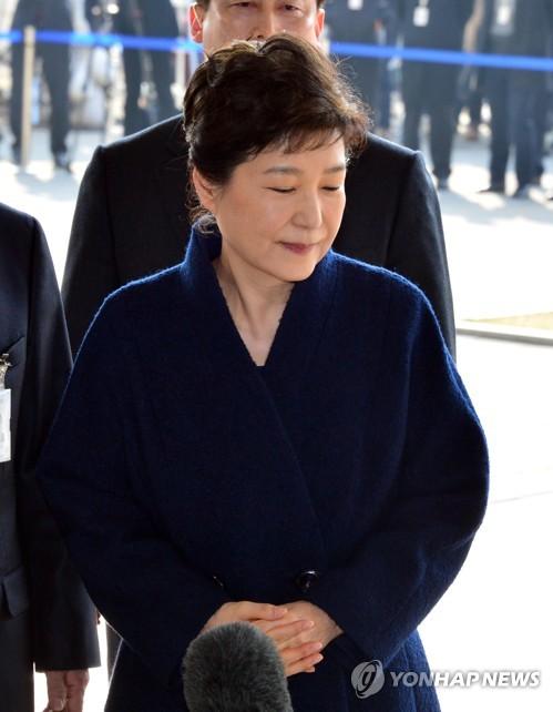 ソウル中央地検に出頭した朴氏=21日、ソウル(聯合ニュース)