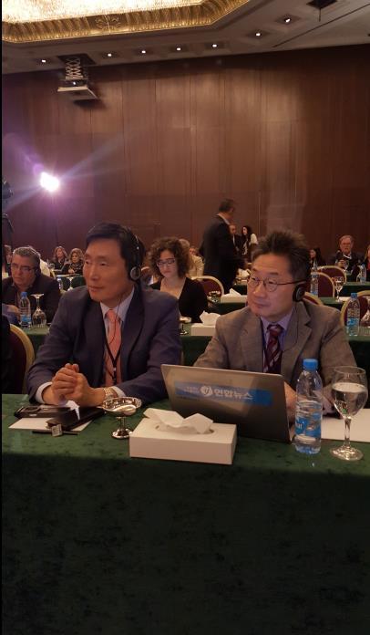 レバノンで開かれたメディア会議に出席した沈寿和常務(左)と鄭泰成局長=(聯合ニュース)