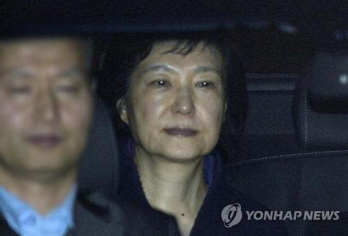 3月31日、ソウル拘置所に移送される朴前大統領=(聯合ニュース)