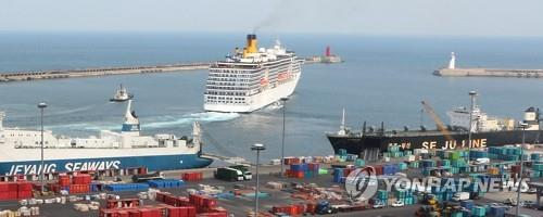 中国人観光客を乗せて済州を訪れていたクルーズ船も3月半ば以降は寄港していない=(聯合ニュース)