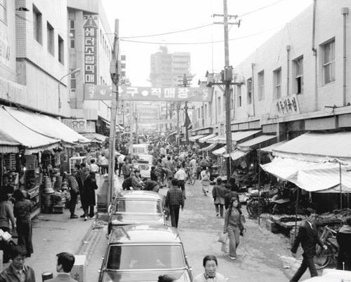 1972年の南大門市場(提供写真)=(聯合ニュース)
