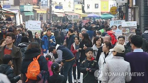 高齢化が進む韓国で、平均年齢が9年間で4.2歳上昇したことが明らかになった=(聯合ニュース)