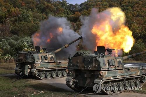 射撃訓練を行うK9(資料写真)=(聯合ニュース)