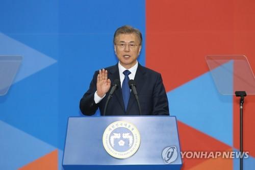 文在寅氏「皆の大統領になる」 国会で就任宣誓=韓国