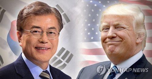 文在寅大統領(左)とトランプ大統領は来月末に初会談を予定している=(聯合ニュース)