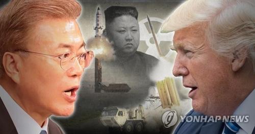 韓米首脳会談での文在寅大統領(左)とトランプ大統領(右)による北朝鮮核問題の協議内容に注目が集まる=(聯合ニュース)