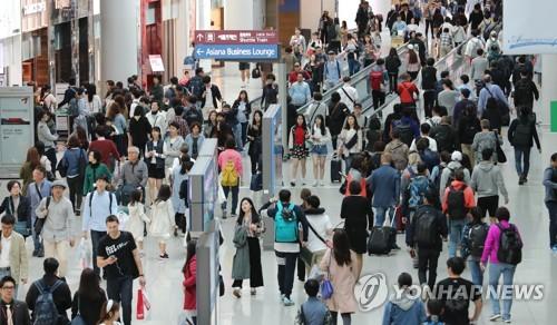 海外旅行に出かける韓国人らで混み合う仁川空港(資料写真)=(聯合ニュース)