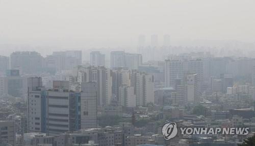 PM2.5でかすむ空(資料写真)=(聯合ニュース)