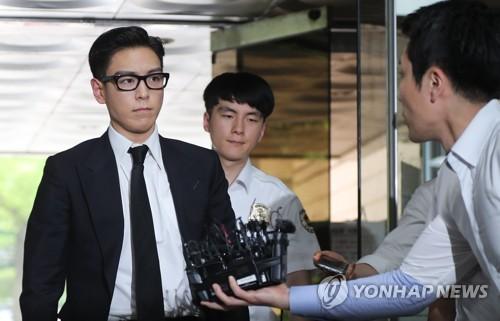地裁に入るT.O.P=20日、ソウル(聯合ニュース)