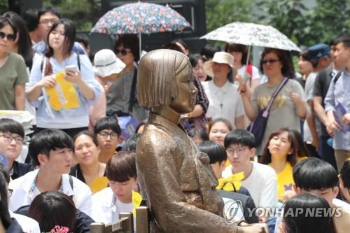 ソウルの日本大使館前に設置されている慰安婦被害者を象徴する少女像(資料写真)=(聯合ニュース)