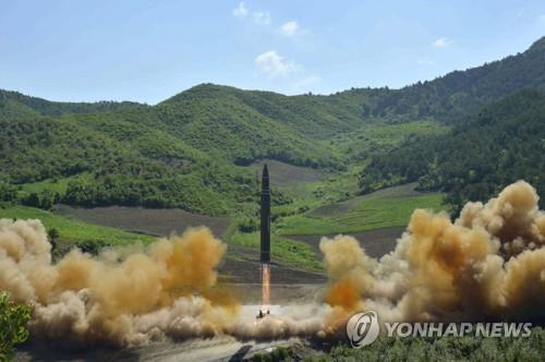 北朝鮮のミサイル発射実験の様子=(聯合ニュース)