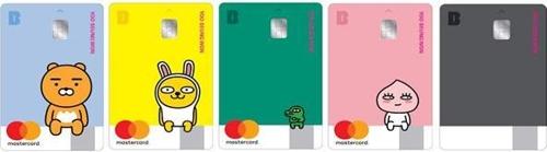 カカオバンクが発行するデビットカード(資料写真)=(聯合ニュース)