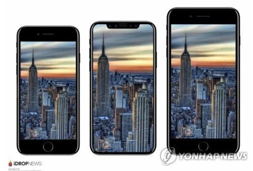 (左から)「iPhone7」「iPhone8」「iPhone7プラス」の大きさ比較(ニュースサイトiDROPの画面キャプチャー)=(聯合ニュース)