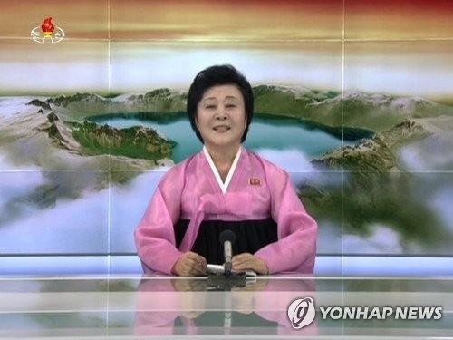 重大報道を発表する北朝鮮のアナウンサー=(聯合ニュース)