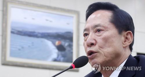 国防委員会で答弁する宋長官=4日、ソウル(聯合ニュース)