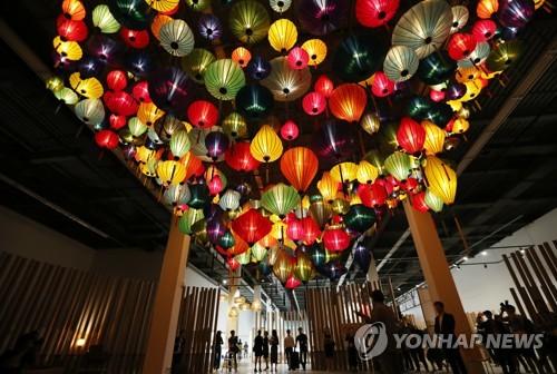 アジアの希望と調和を光で表現した展示物=7日、光州(聯合ニュース)