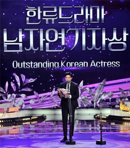 授賞式に出席した俳優パク・ボゴム(ソウルドラマアワード組織委員会提供)=(聯合ニュース)