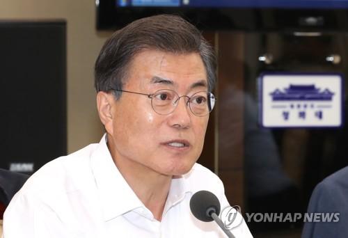 会議で発言する文大統領=11日、ソウル(聯合ニュース)