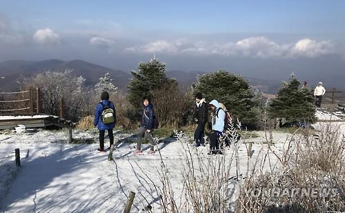 冬の江原道を訪れた外国人観光客(資料写真)=(聯合ニュース)