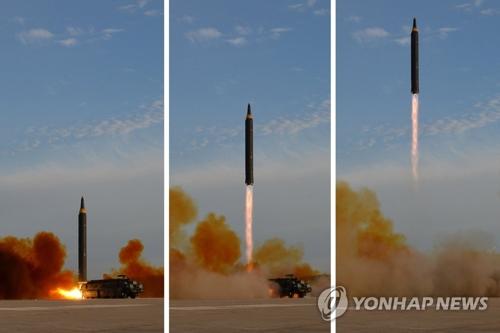 北朝鮮が公開した「火星12」の発射の様子=16日、ソウル(朝鮮中央通信=聯合ニュース)