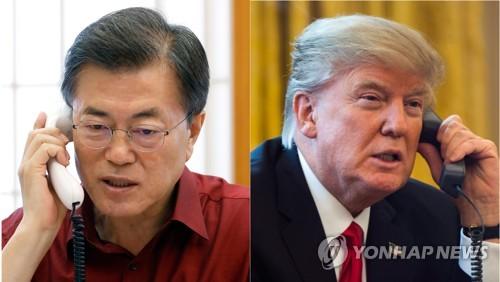 トランプ大統領と電話会談する文大統領(左)。トランプ氏の写真は資料写真(青瓦台提供)=17日、ソウル(聯合ニュース)