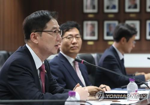 協議会を主宰した千次官(左端)=19日、ソウル(聯合ニュース)