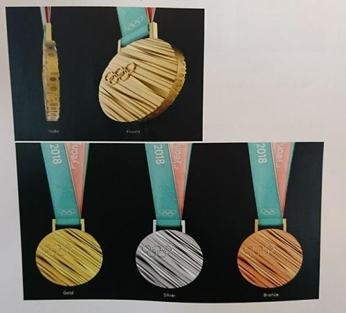 公開されたメダル=21日、ソウル(聯合ニュース)