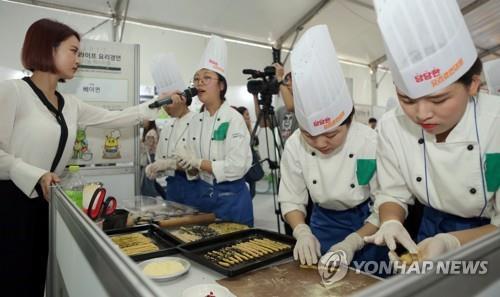 料理コンテストの様子=23日、南揚州(聯合ニュース)