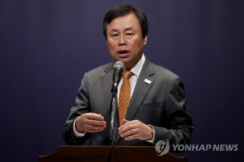 記者懇談会で発言する都長官=26日、ソウル(聯合ニュース)