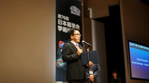先月末に開かれた日本癌学会学術総会で講演するキム・ソンジン氏(ソウル大提供)=(聯合ニュース)