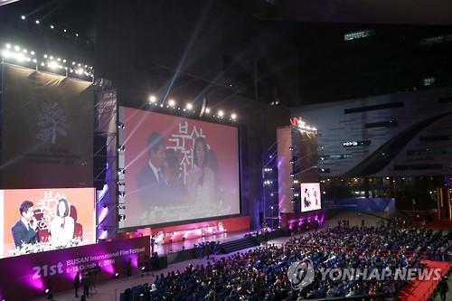 昨年の釜山映画祭の閉幕式=(聯合ニュース)