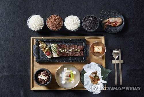 青瓦台(大統領府)が公開した夕食会のメニュー=7日、ソウル(聯合ニュース)