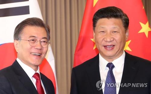 文大統領(左)と習主席(資料写真)=(聯合ニュース)