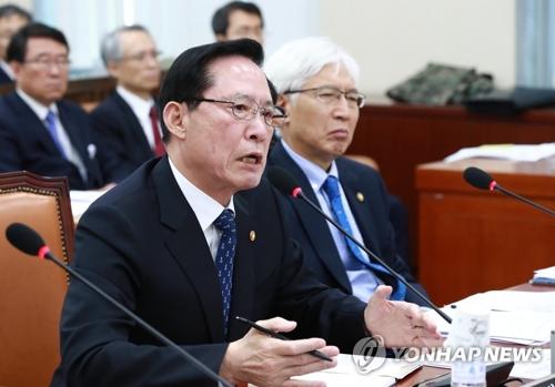 国会で答弁する宋長官=14日、ソウル(聯合ニュース)