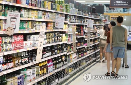 大型スーパーではさまざまな輸入ビールが売られている(資料写真)=(聯合ニュース)