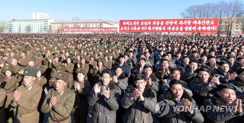 北朝鮮で開かれた弾道ミサイル「火星15」の発射実験成功を祝う大会=(朝鮮中央通信=聯合ニュース)